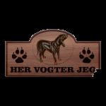 Her Vogter Jeg - Sticker - Australsk Black and Tan Coonhound